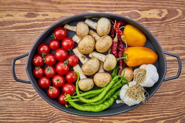 土鍋に並べられた野菜